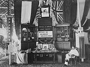 COLLECTIE TROPENMUSEUM De stand van het Britsch en Buitenlandsch Bijbelgenootschap op de Tentoonstelling te Batavia van 1893 TMnr 60023377.jpg